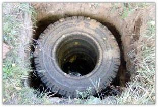 Несколько способов сделать выгребную яму на загородном участке своими руками